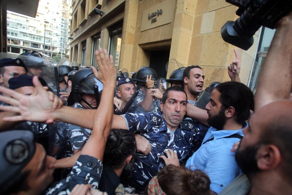 Lebanon police eject protesters from ministry