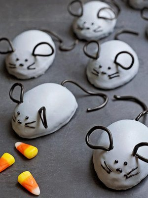 Licorice-Eared Mice Cakes