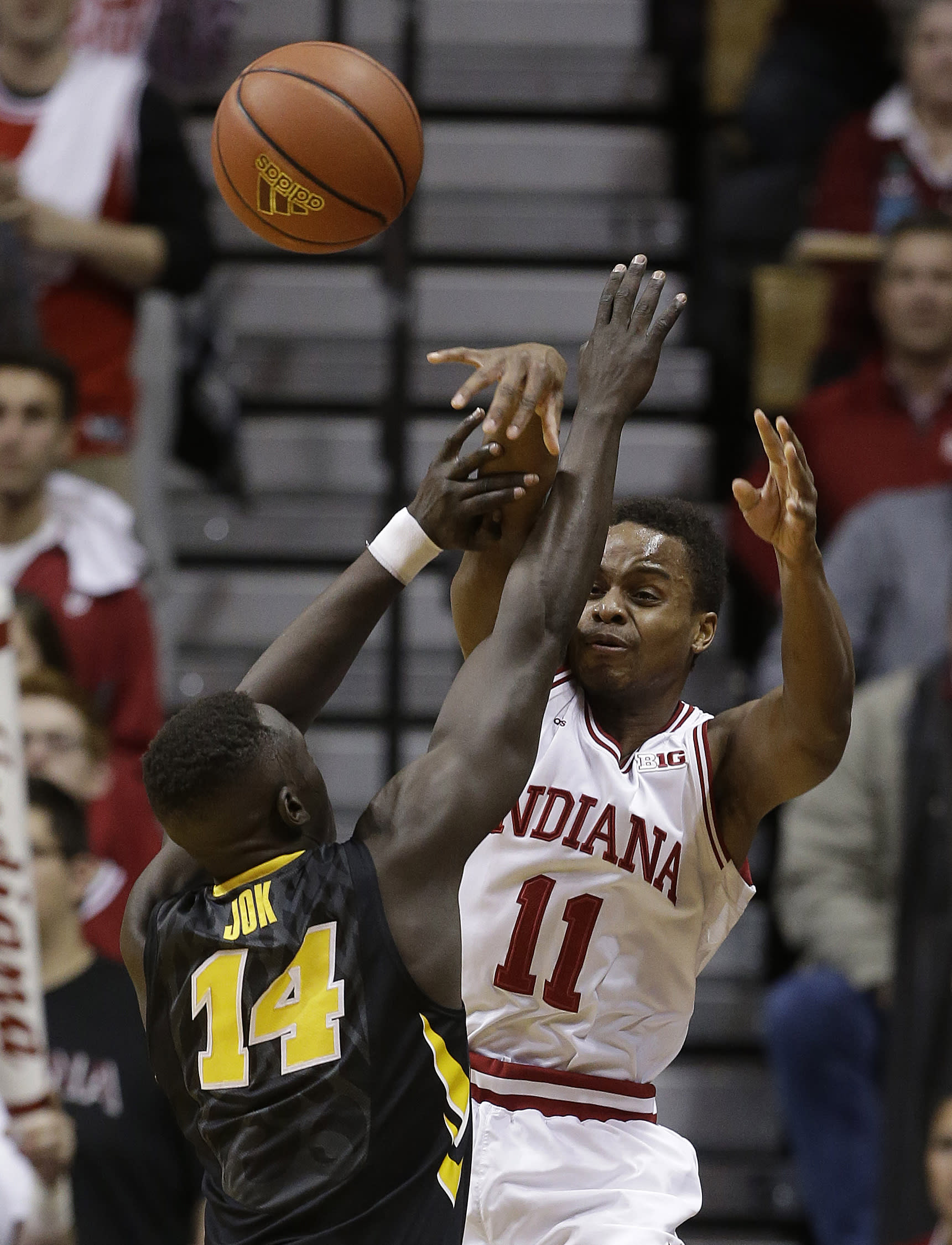 Hoosiers use late surge to upset No. 4 Hawkeyes 85-78