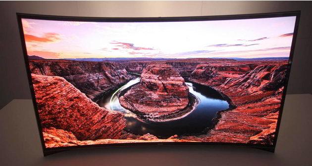 4. Curved OLED TV Samsung dan LG cukup kompak memperkenalkan TV OLED dengan layar mencekung di CES 2013 dan mengklaim diri sebagai vendor pertama di dunia yang berhasil memproduksi TV dengan layar mel