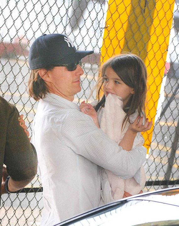 Tom Cruise Suri Helicopter