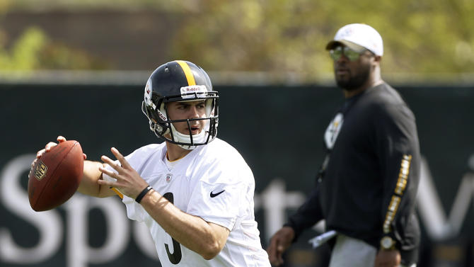Pittsburgh Steelers head coach Mike Tomlin, right watches as their fourth round draft pick quarterback Landry Jones out of Oklahoma, throws during a drill at the NFL football rookie minicamp on Friday, May 3, 2013 in Pittsburgh. (AP Photo/Keith Srakocic)