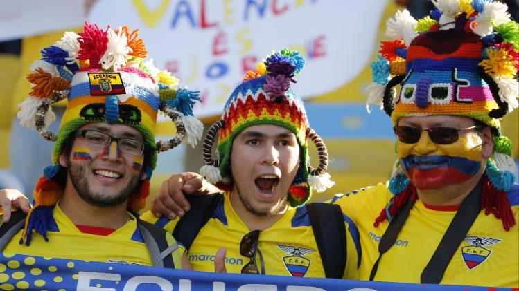 Ecuador fans cheer prior to the group E World Cup soccer match between Ecuador and France at the Maracana stadium in Rio de Janeiro, Brazil, Wednesday, June 25, 2014. (AP Photo/David Vincent)