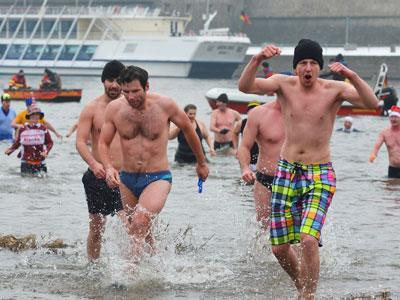 Raw: Delayed New Year's Day Swim in Germany