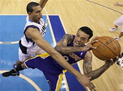 Lakers hit midway mark with 96-91 win over Dallas