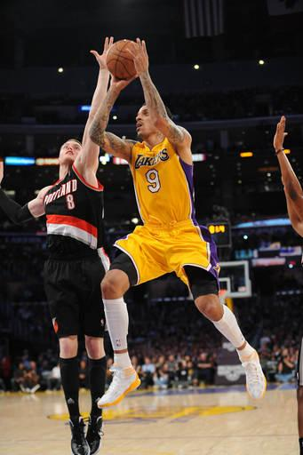 Sessions, Bynum power Lakers over Blazers