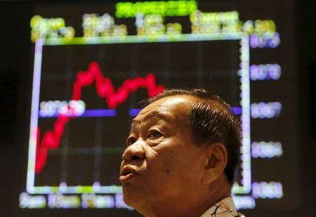 China stocks fall more than 1 percent in early trade
