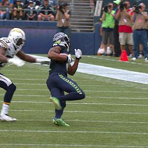 Wilson finds Harvin for 11-yard gain