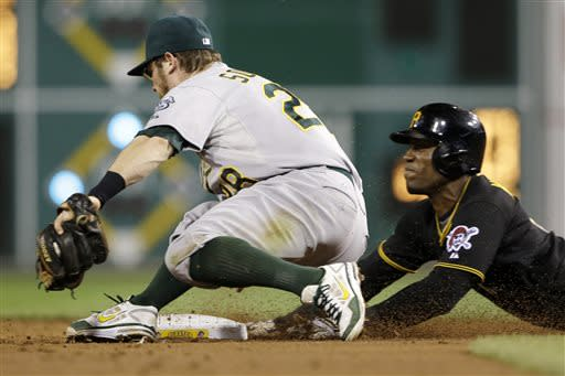 Athletics keep rolling, beat Pirates 2-1
