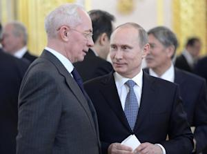 Russia's President Vladimir Putin (R) speaks with …
