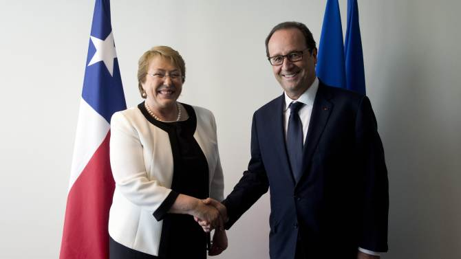 France's President Francois Hollande shakes hands with Chilean President Michelle Bachelet before a meeting on the sidelines of the U.N. General Assembly in New York