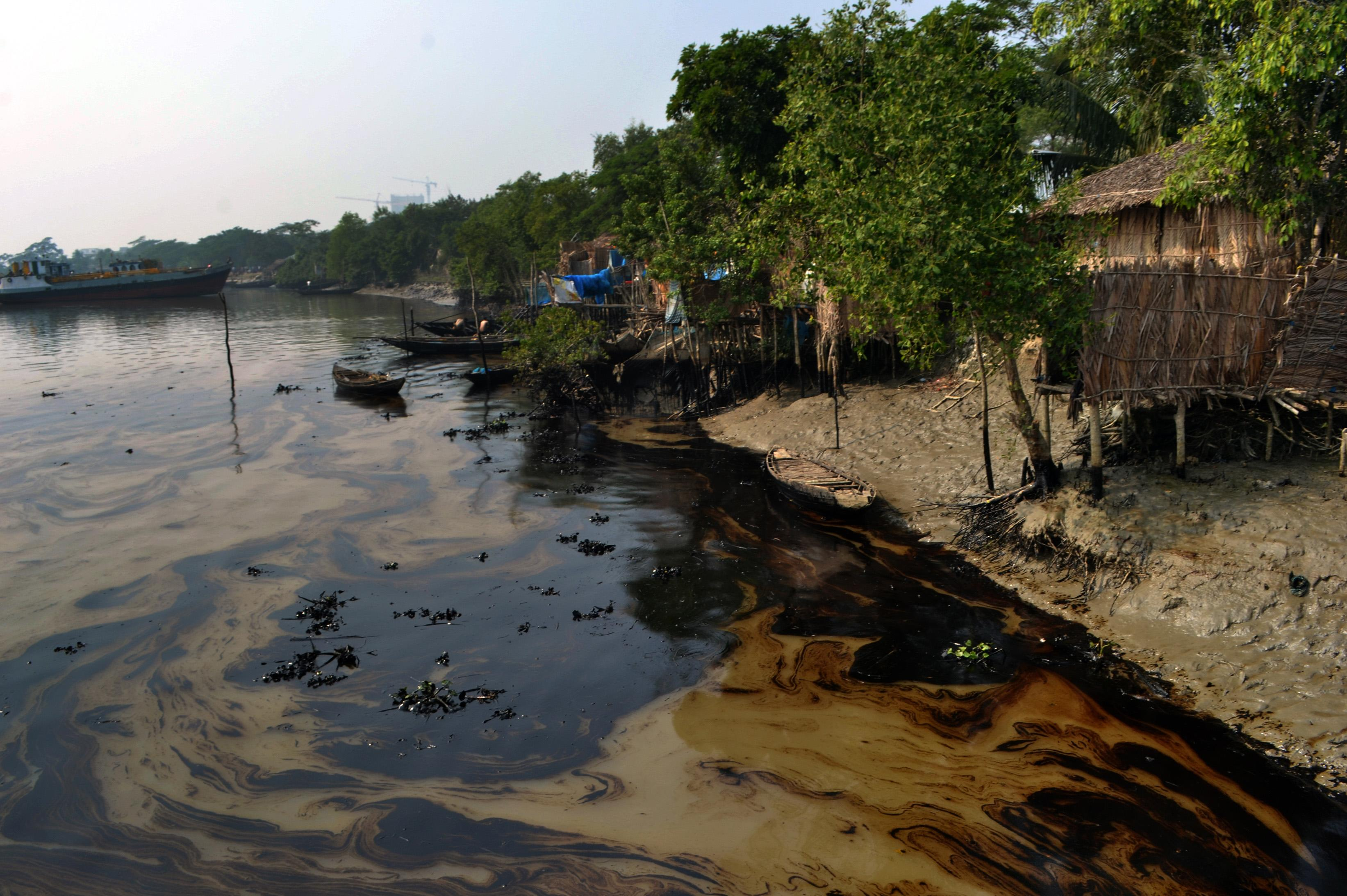 UN sends team to clean up Bangladesh oil spill