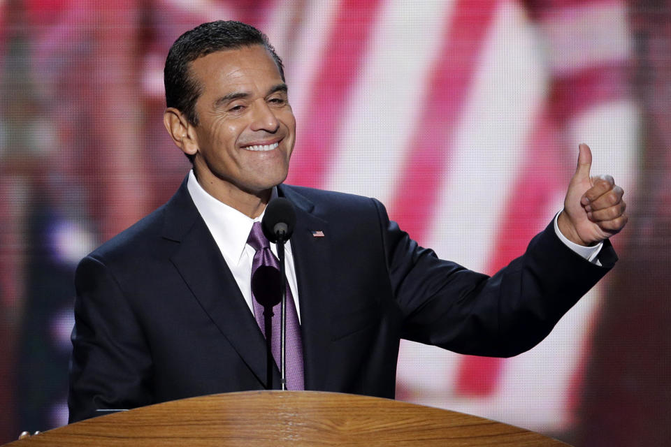Los Angeles Mayor and Democratic Convention Chairman Antonio Villaraigosa flashes a thumbs up to open today session at the Democratic National Convention in Charlotte, N.C., on Thursday, Sept. 6, 2012. (AP Photo/J. Scott Applewhite)