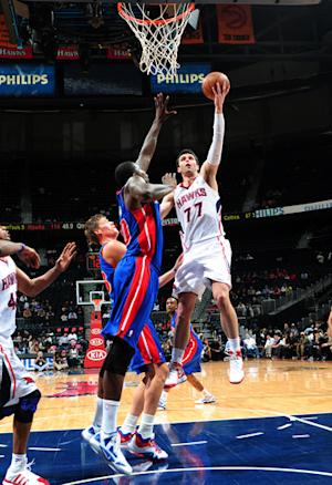 Hawks tune up for playoffs, rout Pistons 116-84