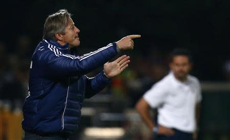 Schalke's coach Keller gestures during German soccer cup second round match against Darmstadt 98 in Darmstadt