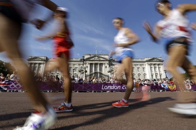 Athletes walk past Buckingham Palace as they compete in the men's 50-kilometer race walk, at the 2012 Summer Olympics, Saturday, Aug. 11, 2012, in London. (AP Photo/Lefteris Pitarakis)