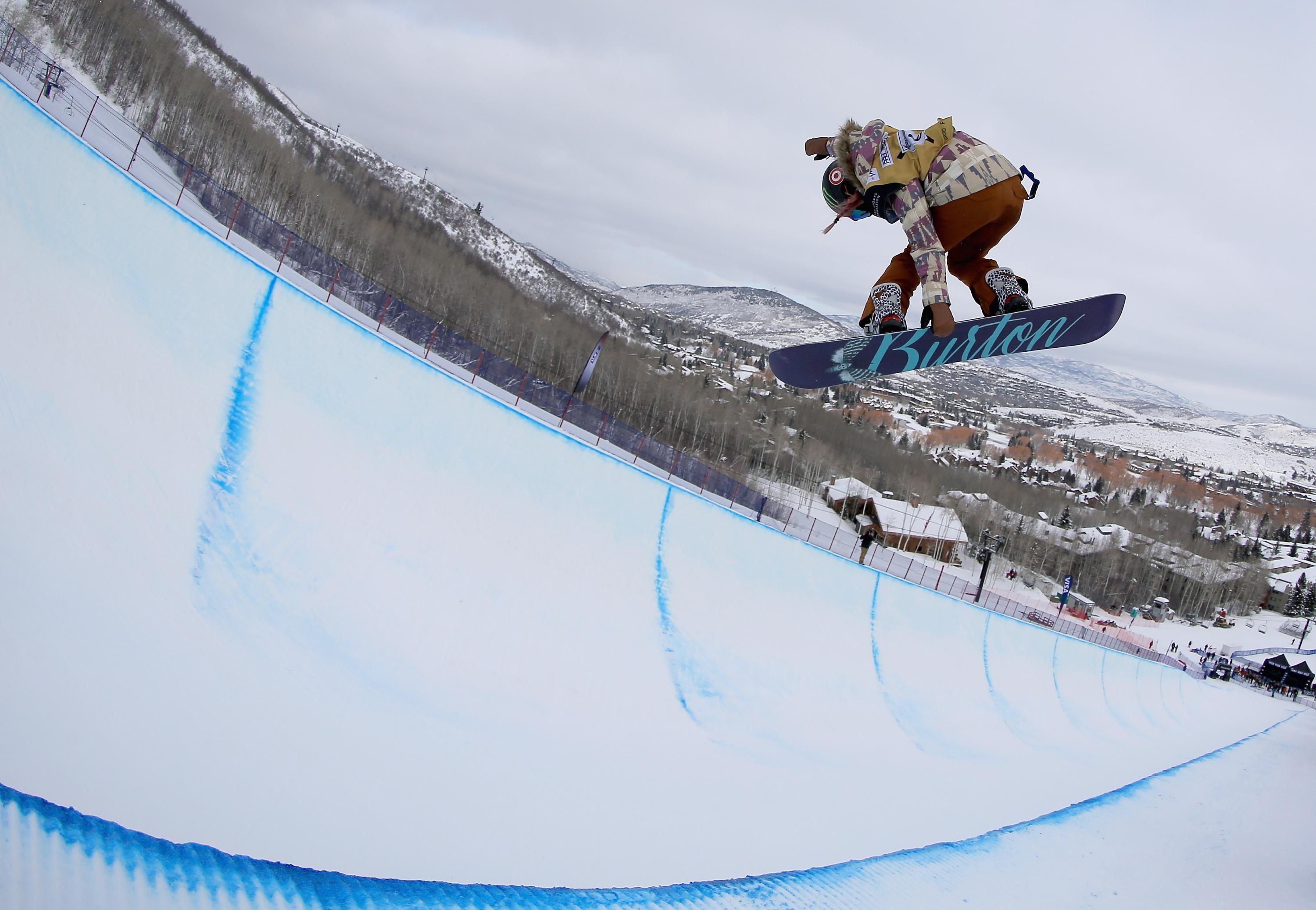 Chloe Kim lands back-to-back 1080s, scores perfect 100 (video)