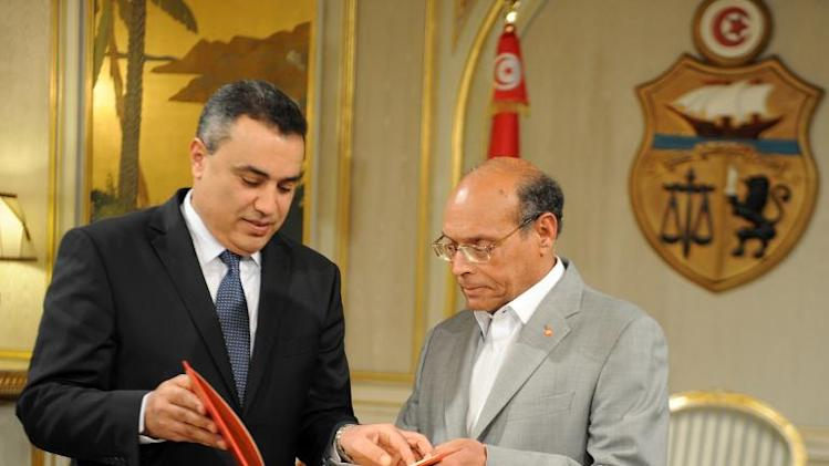 Tunisian President Moncef Marzouki (R) receives the list proposed government members from PM designate Mehdi Jomaa on January 26, 2014 in Tunis