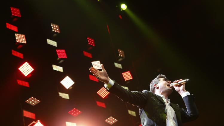 Singer Robin Thicke performs during the KISS FM Jingle Ball in Chicago, Illinois