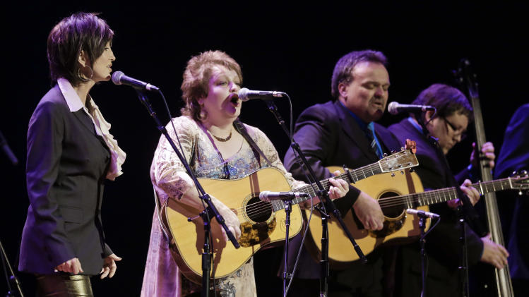 Country music star Pam Tillis, left, joins Dale Ann Bradley, second from left, and Bradley's band for a performance at the International Bluegrass Music Association Awards show on Thursday, Sept. 27, 2012, in Nashville, Tenn. (AP Photo/Mark Humphrey)