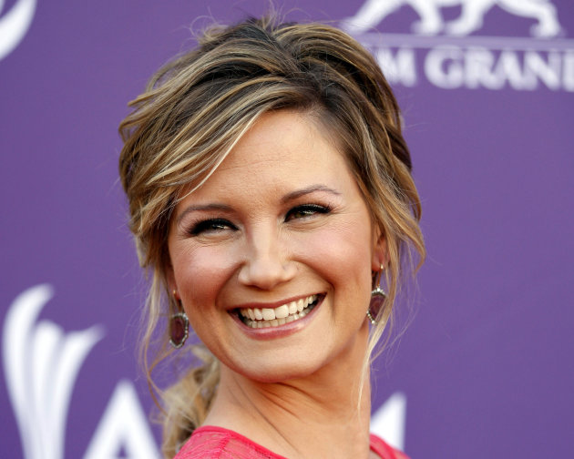 FILE - This April 1, 2012 file photo shows country singer Jennifer Nettles, of musical group Sugarland, arriving at the 47th Annual Academy of Country Music Awards in Las Vegas. The Grammy-winning cou