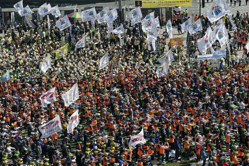 Thousands march in S. Korea anti-government protest