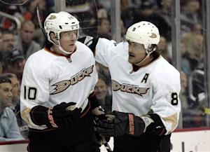 Perry nets hat trick, Ducks beat Blue Jackets 5-3