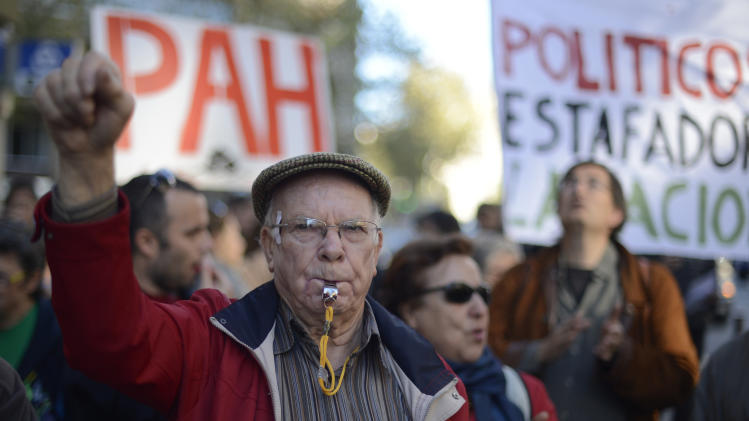 Spanish banks halt evictions amid growing protests