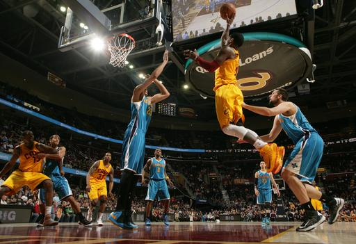 Irving scores 35 as Cavs defeat Hornets 105-100