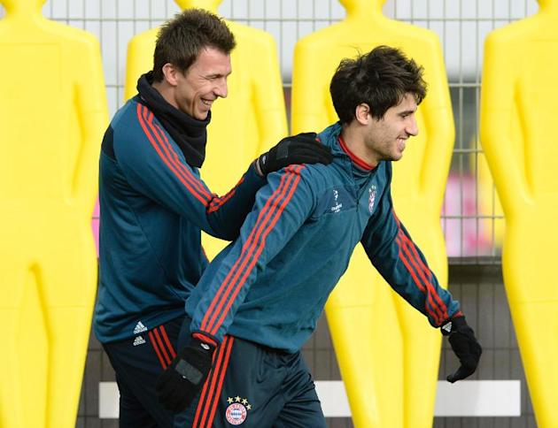 Bayern Munich's Mario Mandzukic (L) and Javi Martinez, seen during a training session on December 9, 2013, in Munich, southern Germany, on the eve of their UEFA Champions League Group D match agai