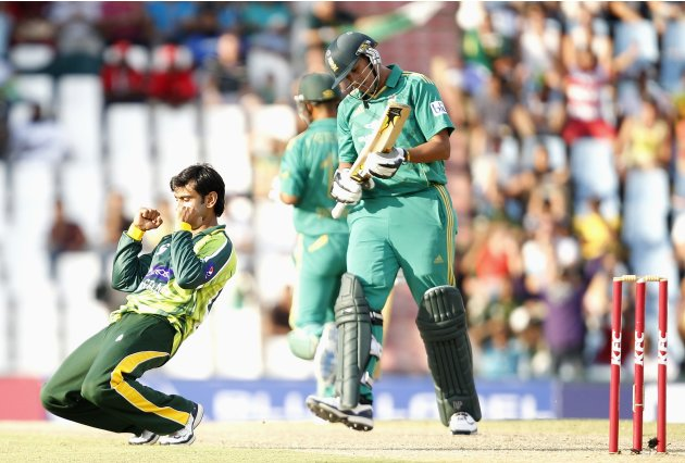 Pakistan's Hafeez celebrates the dismissal of South Africa's Kleinveldt during the Twenty20 cricket match at Centurion in Pretoria