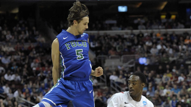 San Diego State's Jamaal Franklin (21) dribbles Florida Gulf Coast's Christophe Varidel (5) during the first half of a third-round game of the NCAA college basketball tournament on Sunday, March 24, 2013, in Philadelphia. (AP Photo/Michael Perez)