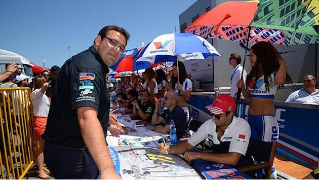 WTCC - Drivers autograph windscreen for charity