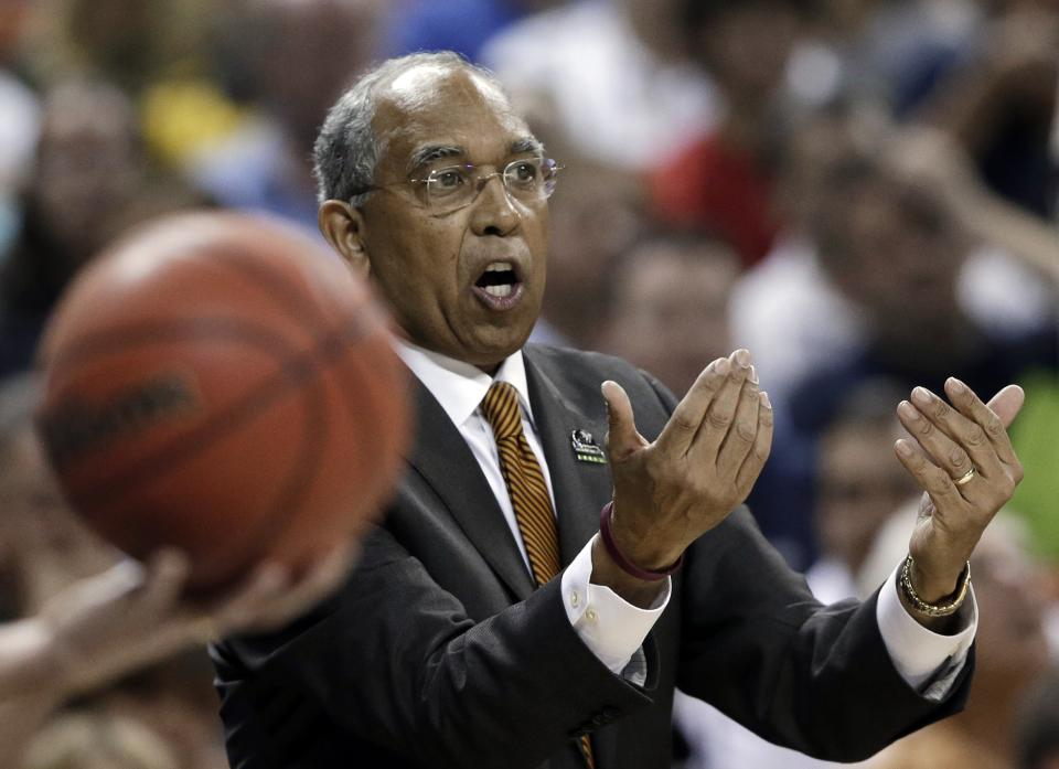 Minnesota coach Tubby Smith instructs his team against UCLA during the first half of a second-round game of the NCAA men's college basketball tournament Friday, March 22, 2013, in Austin, Texas. (AP Photo/Eric Gay)