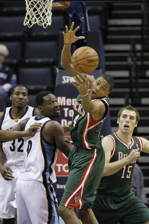 Milwaukee Bucks' Giannis Antetokounmpo, center, of Greece, goes after a defensive rebound over teammate Olek Czyz (15), of Poland, and Memphis Grizzlies' Tony Allen (9) and Ed Davis (32) during the fi