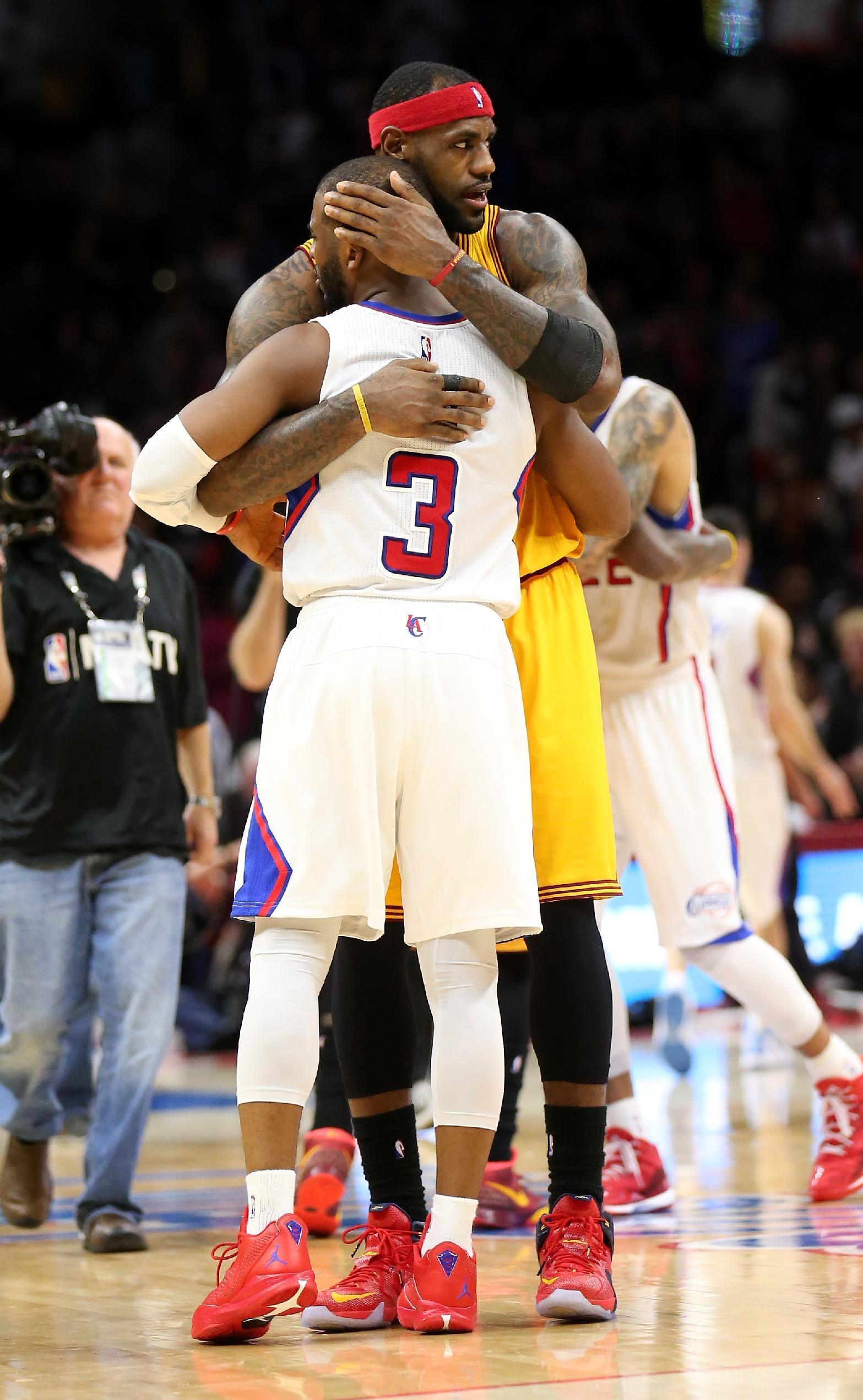 LeBron lifts media blackout to call Chris Paul
