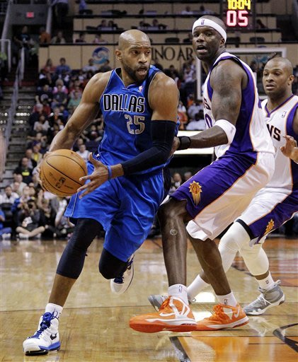 Mayo's 23 lead Mavericks past skidding Suns 97-94