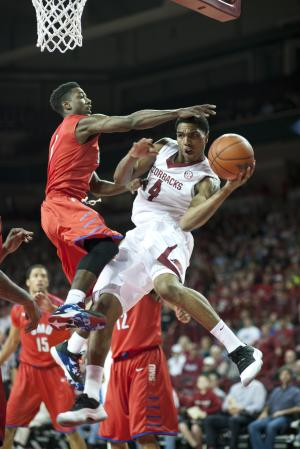 Harris' 21 points leads Arkansas past SMU 89-78