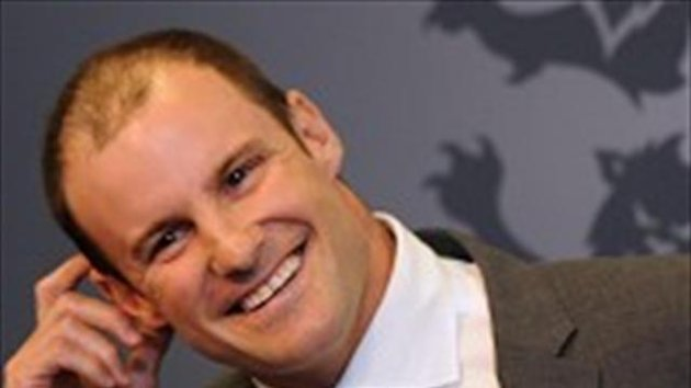 Andrew Strauss has addressed the England rugby team