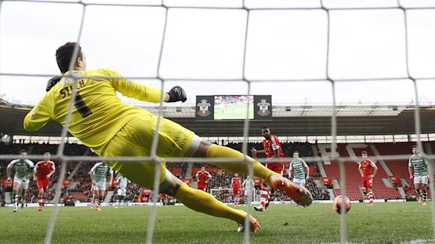 DATE IMPORTED:January 25, 2014Southampton's Guly Do Prado (C) shoots and scores a penalty against Yeovil Town during their English FA Cup fourth round (Reuters)
