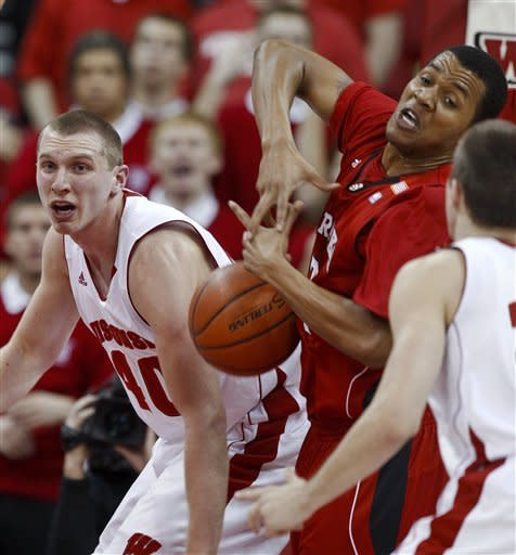 Taylor, Wisconsin hold off Nebraska 50-45