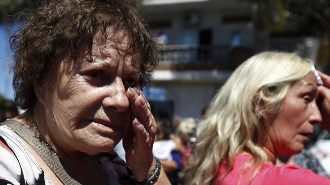 A woman cries after the hearse carrying the remains of prosecutor Alberto Nisman arrived at the cemetery in La Tablada, on the outskirts of Buenos Aires