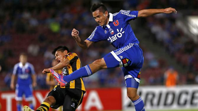 Wayar of Bolivia's The Strongest and Canales of Chile's Universidad de Chile fight for the ball during their Copa Libertadores soccer match in Santiago
