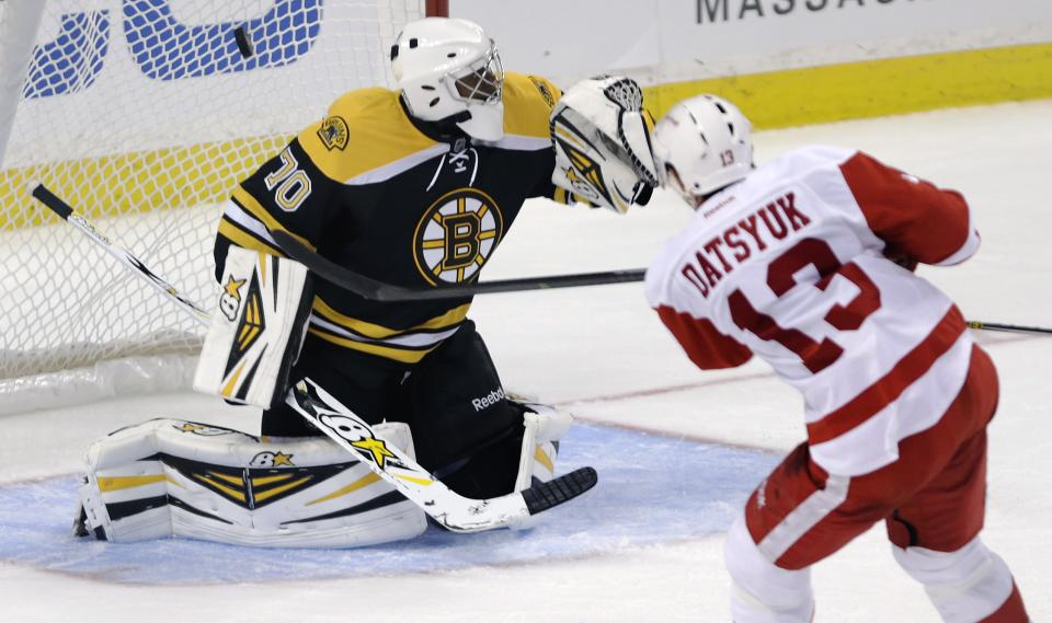 Datsyuk, Zetterberg help Red Wings beat Bruins 8-2