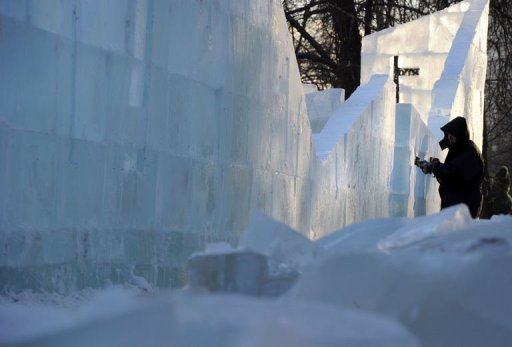 &lt;p&gt;A sculptor works on a wall of the ice fortress in a park in central Moscow on December 23, 2012. A deadly cold snap has claimed 88 lives across Russia, officials said Sunday, as Moscow authorities told schoolchildren they could stay home to avoid the frigid temperatures.&lt;/p&gt;