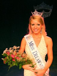 Miss Delaware Kayla Martell is bald and beautiful / photo via Pageant News