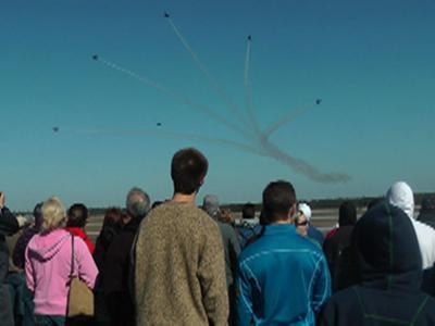 Thousands of Fans Flock to Blue Angels' Practice