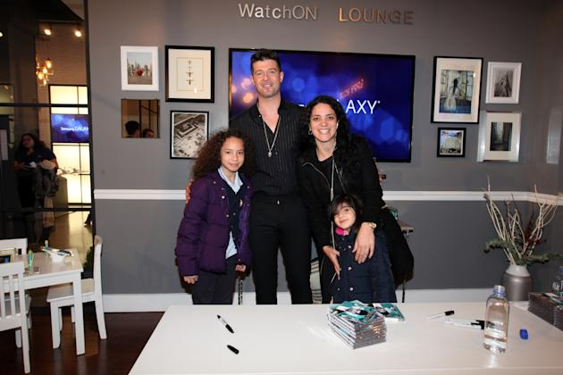 Robin Thicke Signs Autographs For Fans At The Samsung Galaxy Studio