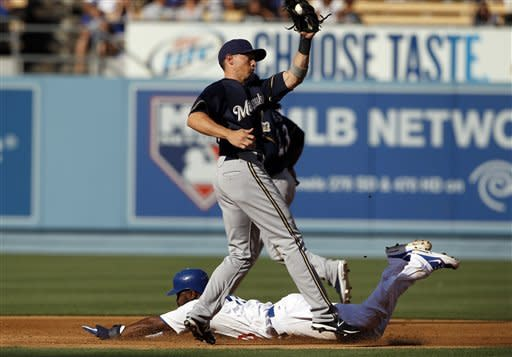 Ramirez helps rally Brewers past Dodgers 3-2