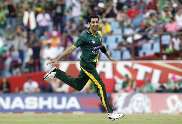 Pakistans Mohammad Irfan celebrates bowling out South Africa's Faf du Plessis during their Twenty20 cricket match in Pretoria